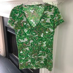 Lilly Pulitzer vneck tee